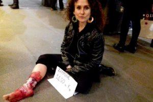 La protesta davanti a Peck, Milano