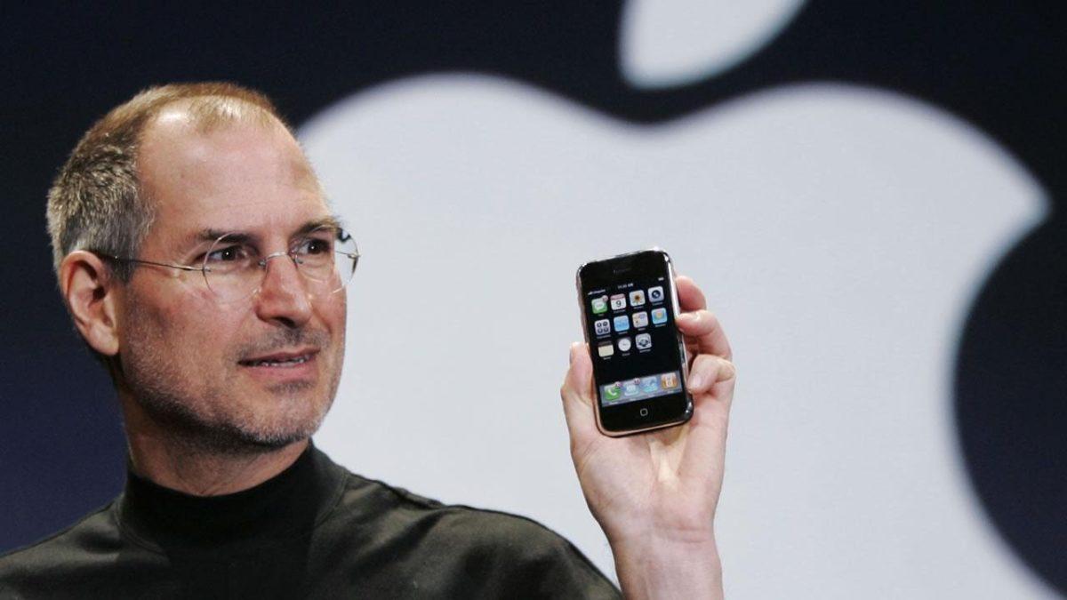 Iphone compie dieci anni, nel 2007 l'annuncio di Steve Jobs