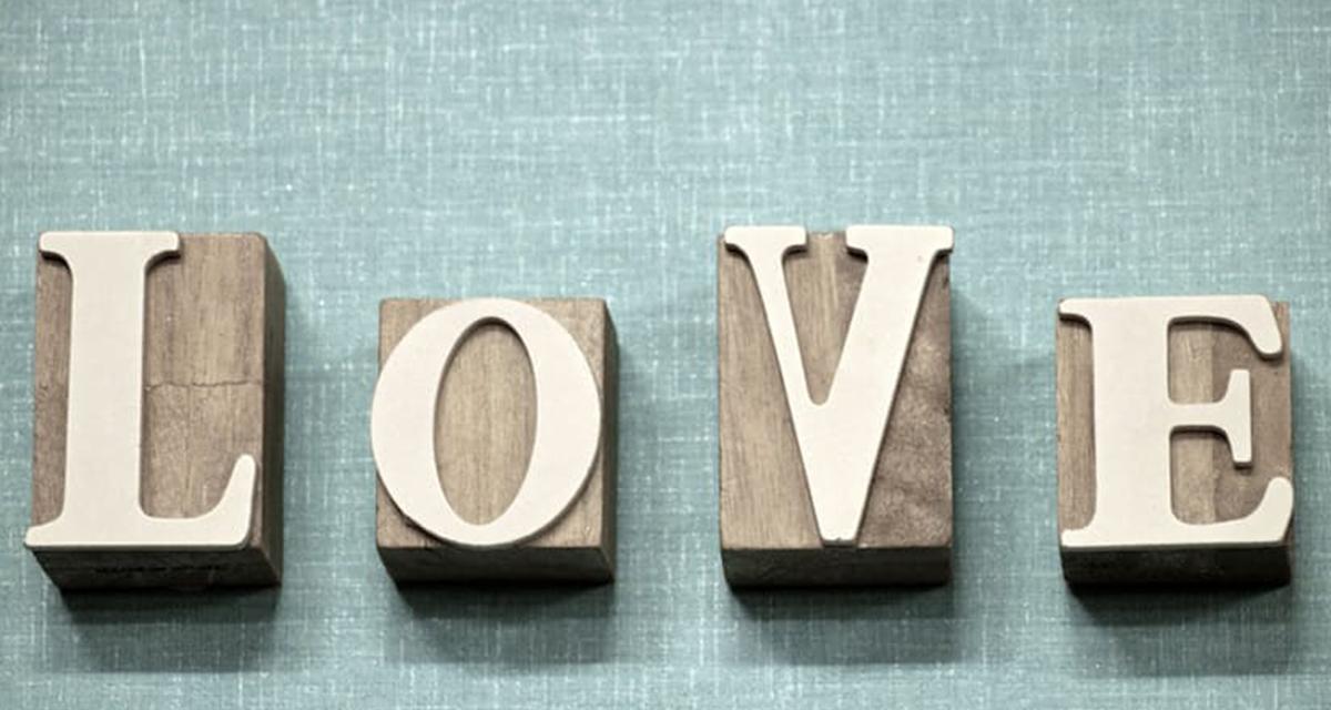 San Valentino 2017 poesie, 7 frasi e messaggi d'amore da inviare su WhatsApp