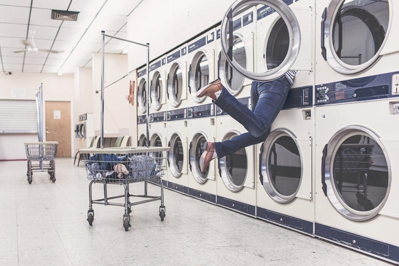 whatsapp immagini 2017 foto divertente uomo dentro alla lavatrice