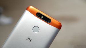 ZTE-Blade-V8-Mini-hands-on-8-of-17-840x473