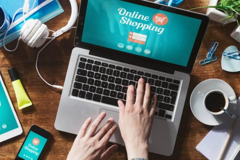 Trend e-commerce, gli italiani acquistano su siti stranieri