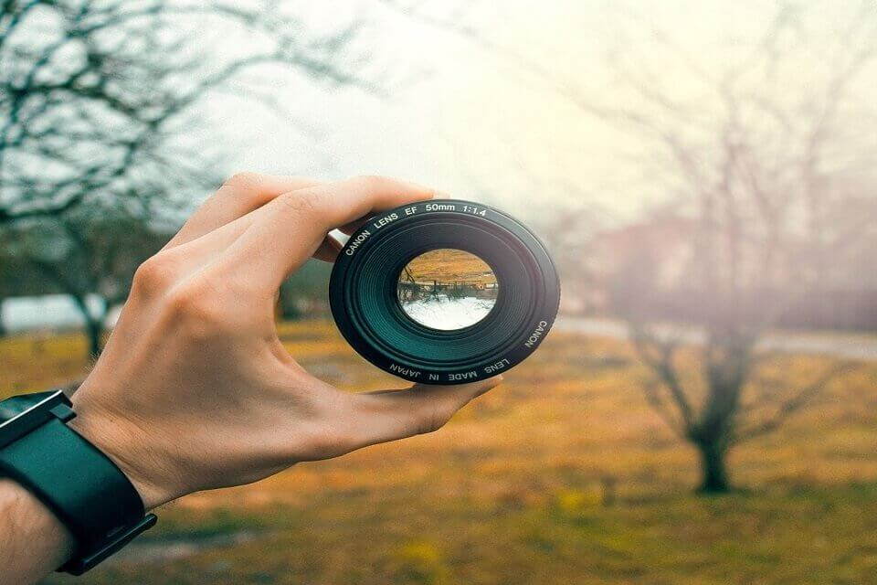 Huji Cam: come funziona l'app cool per le foto dell'estate