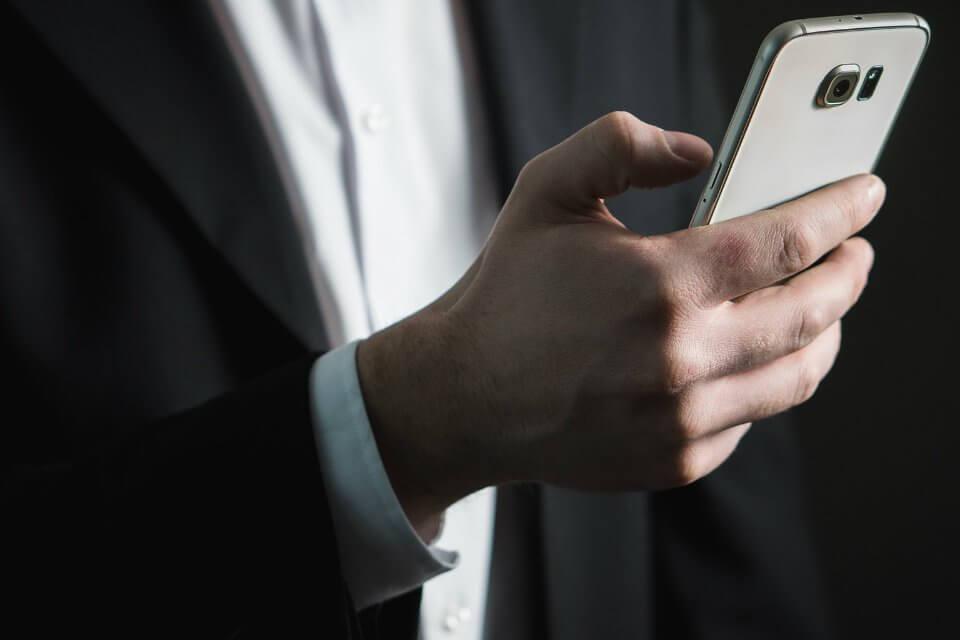 Novità WhatsApp: le risposte private ai messaggi di gruppo